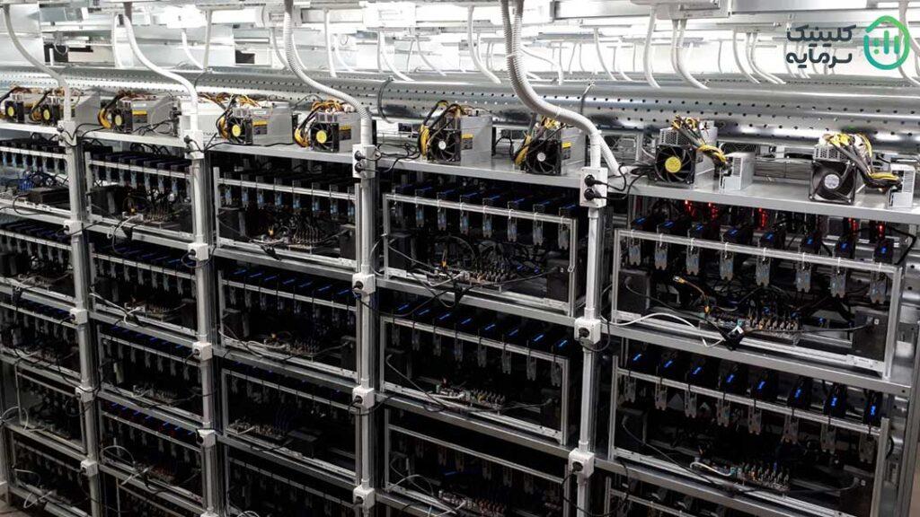 فارم ماینینگ یا مزرعه استخراج محلی است که در آن چندین کامپیوتر برای استخراج ارز دیجیتال به کار گرفته میشوند.